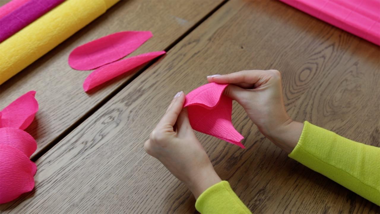 Stretching crepe paper petals
